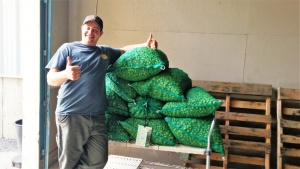 Bill from Lefty's Brewing Company picking up his 2015 wet hops!